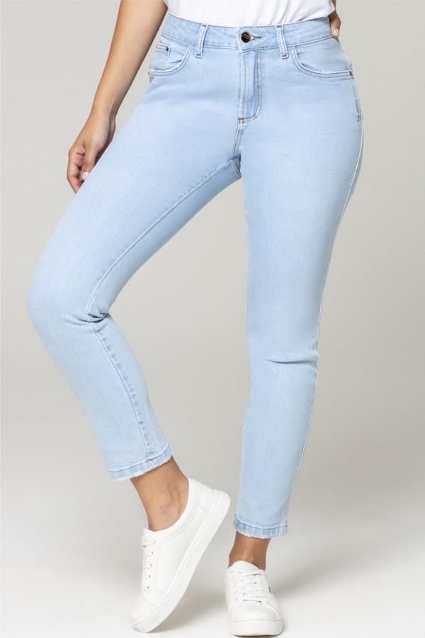 calça jeans london twiggy com lavanderia mais clara.